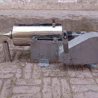 sousage maker steel container iron body hand operated